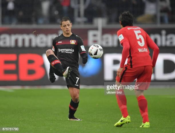 Fussball GER 1 Bundesliga Saison 2016 2017 20 Spieltag Bayer 04 Leverkusen Eintracht Frankfurt 30 Chicharito Javier Hernandez li gegen Jesus Vallejo