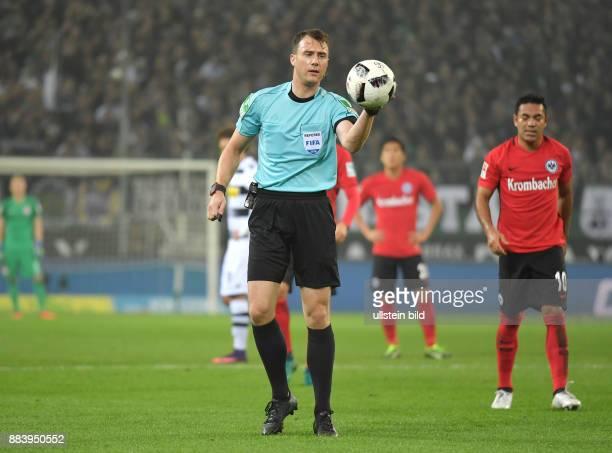 Fussball GER 1 Bundesliga Saison 2016 2017 9 Spieltag Borussia Moenchengladbach Eintracht Frankfurt 00 Schiedsrichter Felix Zwayer pfiff die 1...