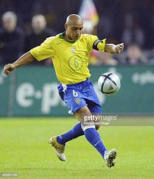 Fussball Laenderspiel 2004 Berlin Deutschland Brasilien 11 Roberto CARLOS / BRA 080904