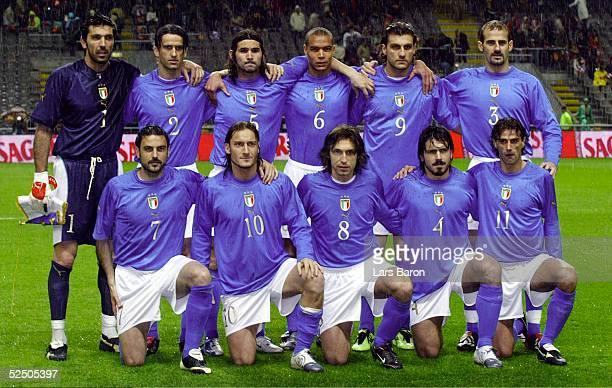 Fussball Laenderspiel 2004 Braga Portugal Italien Teamfoto Italien stehend von links Torwart Gianluigi BUFFON Christian PANUCCI Daniele ADANI Matteo...