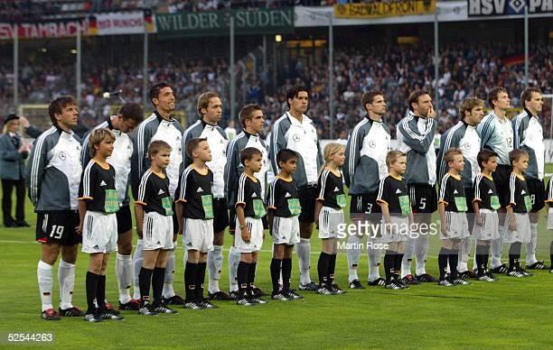 Fussball Laenderspiel 2004 Freiburg Deutschland Malta Team GER vl Bernd SCHNEIDER Fredi BOBIC Kevin KURANYI Andreas HINKEL Philipp LAHM Michael...