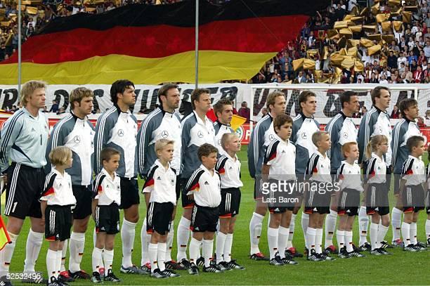 Fussball Laenderspiel 2004 Kaiserslautern Deutschland Ungarn Torwart Oliver KAHN Torsten FRINGS Michael BALLACK Jens NOWOTNY Christian WOERNS Philipp...