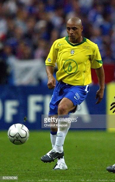 Fussball Laenderspiel 2004 St Denis Frankreich Brasilien 00 Roberto CARLOS / BRA 200504