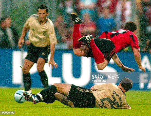 Fussball Liga Pokal 2004 Wattenscheid FC Bayern Muenchen Bayer 04 Leverkusen Hasan SALIHAMIDZIC Thomas LINKE / Bayern Paul FREIER / Leverkusen 280704