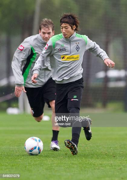 Fussball Saison 20112012 im Trainingslager Borussia Mönchengladbach in Belek Türkei im Hintergrund Teamkollege Thorben Marx