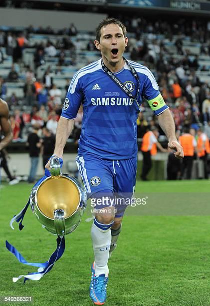 Fussball Saison 20112012 UEFA Champions League Finale FC Bayern München FC Chelsea 34 nE Frank Lampard mit dem Pokal