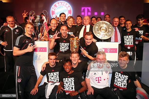 Fussball Saison 20122013 Festbankett des FC Bayern München nach dem Pokalsieg bei der Deutschen Telekom in Berlin Bild Nr 1317015...