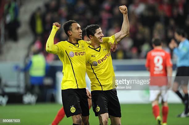 Fussball Saison 20132014 1 Bundesliga 14 Spieltag FSV Mainz 05 Borussia Dortmund Jubel Robert Lewandowski re und PierreEmerick Aubameyang
