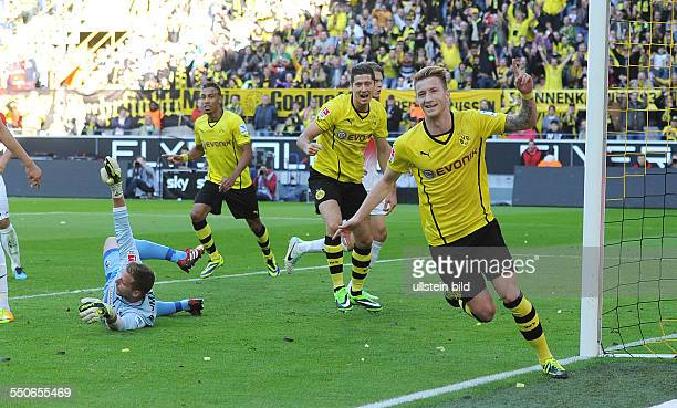 Fussball Saison 20132014 1 Bundesliga 7 Spieltag Borussia Dortmund SC Freiburg vre jubeln Marco Reus Robert Lewandowski Pierre Emerick Aubameyang...