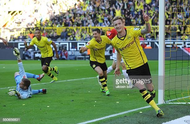 Fussball Saison 20132014 1 Bundesliga 7 Spieltag Borussia Dortmund SC Freiburg 50 Jubel BVB vre Marco Reus Robert Lewandowski Pierre Emerick...