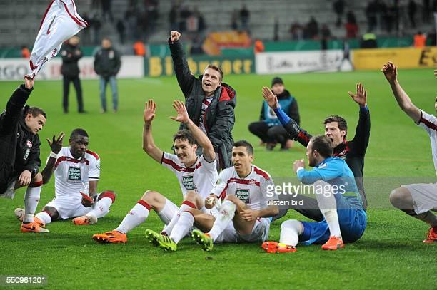Fussball Saison 20132014 DFBPokal Viertelfinale Bayer 04 Leverkusen 1 FC Kaiserslautern 01 nV Lautern feiert den Sieg vli Chris Loewe Mohamadou...