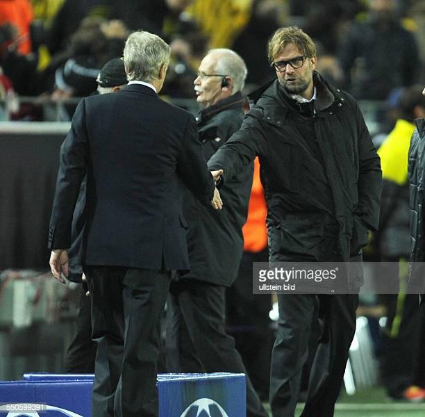 Fussball Saison 20132014 UEFA Champions League Vorrunde Borussia Dortmund Arsenal London 01 Trainer Juergen Klopp re und Trainer Arsene Wenger