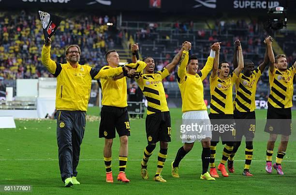 Fussball Saison 2014/15 Supercup Finale 2014 Borussia Dortmund FC Bayern Muenchen 20 vli Trainer Juergen Klopp Jürgen Klopp Kevin Grosskreutz Kevin...