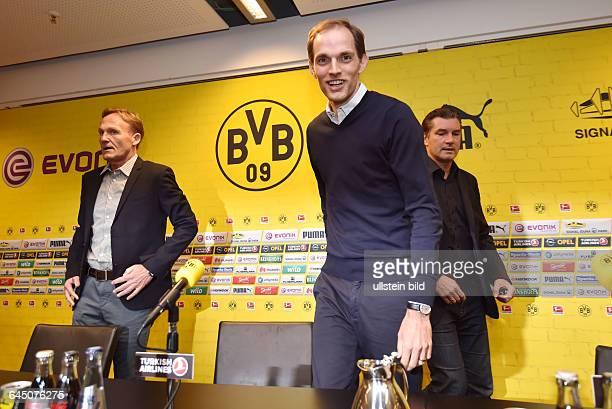 Fussball Saison 2015/16 1 Bundesliga Pressekonferenz Vorstellung von Thomas Tuchel als neuer Trainer von Borussia DortmundTrainer Thomas Tuchel vorne...