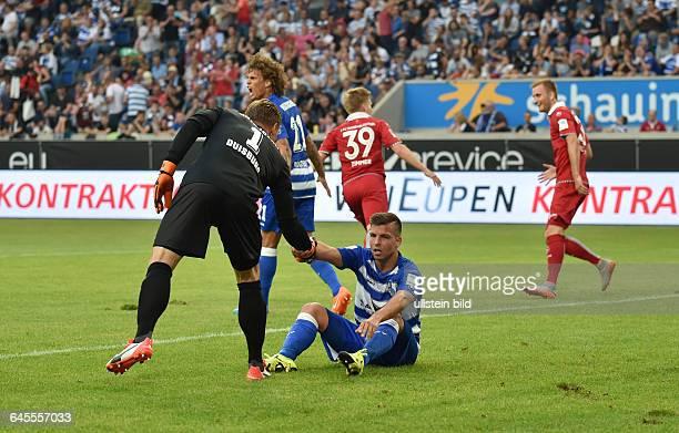 Fussball Saison 2015/2016 2 Bundesliga 1 SpieltagMSV Duisburg 1 FC KaiserslauternTorwart Michael Ratajczak li und Kevin Wolze nach dem zweiten...