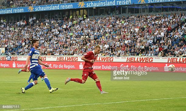 Fussball Saison 2015/2016 2 Bundesliga 1 SpieltagMSV Duisburg 1 FC KaiserslauternKacper Przybylko re erzielt das Tor zum 01 links Dustin Bomheuer