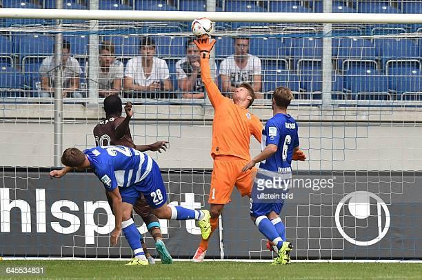 Fussball Saison 2015/2016 2 Bundesliga VorbereitungsspielMSV Duisburg FC Porto 02Torwart Michael Ratajczak pariert einen Kopfball von Aboubakar