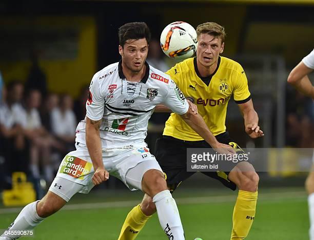 Fussball Saison 2015/2016 Europa League Qualifikation 3 RundeBorussia Dortmund Wolfsberger AC 50Lukasz Piszczek re gegen Roland Putsche