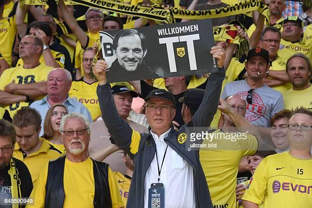 Fussball Saison 2015/2016 Europa League Qualifikation 3 RundeBorussia Dortmund Wolfsberger AC 50BVB Fan mit einem Trainer Thomas Tuchel Transparent...
