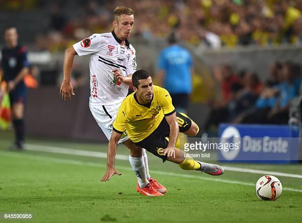 Fussball Saison 2015/2016 Europa League Qualifikation 3 RundeBorussia Dortmund Wolfsberger AC 50Henrikh Mkhitaryan re gegen Michael Berger