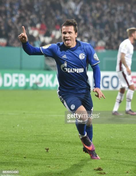 Fussball Saison 2016/2017 DFBPokal 2 Runde Jubel mit rausgestreckter Zunge Yevhen Konoplyanka nach dem 01