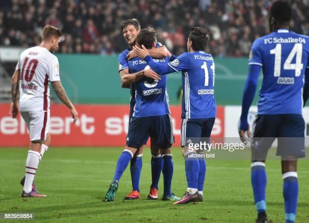 Fussball Saison 2016/2017 DFBPokal 2 Runde Nuernberg FC Schalke 04 Jubel KlaasJan Huntelaar Klaas Jan Huntelaar Junior Caicara Yevhen Konoplyanka