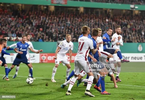 Fussball Saison 2016/2017 DFBPokal 2 Runde Yevhen Konoplyanka 2 vre erzielt das Tor zum 01