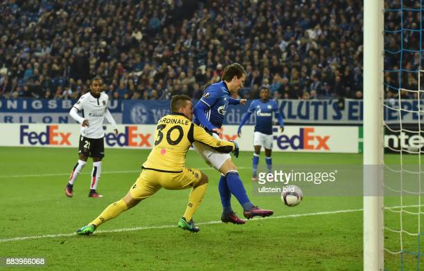 Fussball UEFA Europa League 2016/17 5 Spieltag FC Schalke 04 OGC Nizza Yevhen Konoplyanka re erzielt das Tor zum 10 links Torwart Yoan Cardinale