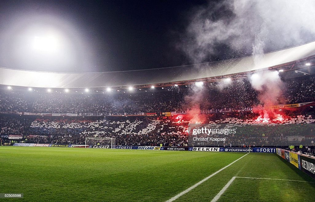 Fussball UEFA Pokal 04/05 Rotterdam Feyenoord Rotterdam FC Schalke 04 21 Stadion De Kuip mit Fans / Rotterdam 011204