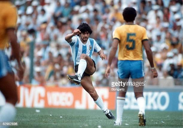 WM 1982 in Spanien Barcelona 020782 Brasilien Argentinien 31 Diego MARADONA / ARG FotoBONGARTS