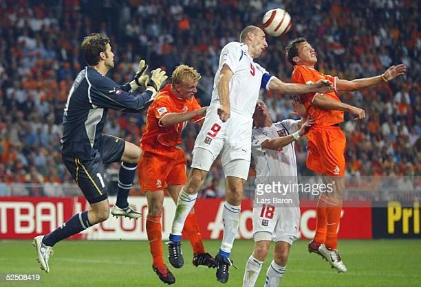 Fussball WM Qualifikation 2004 Amsterdam Niederlande Tschechien 20 Torwart Petr CECH / CZE Dirk KUYT / NED Jan KOLLER Marek HEINZ / CZE Mark van...
