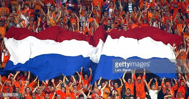 Fussball WM Qualifikation 2004 Amsterdam Niederlande Tschechien 20 Niederlaendische Fans feiern den Sieg 080904