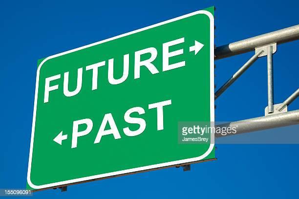 将来の対過去の道路標識