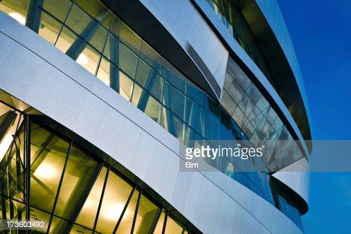 Futurista Edifício à noite
