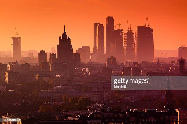 Futuristische Moskau Stadt bei Sonnenuntergang