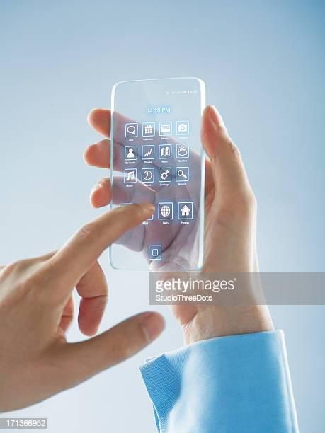 未来的なスマートフォンを手