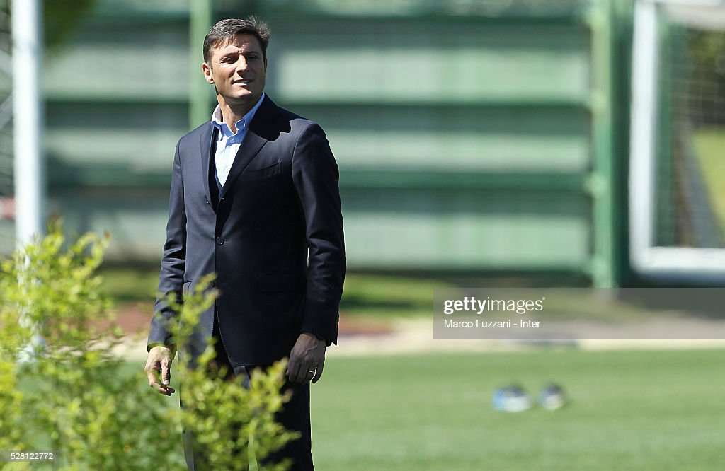 FVice President of FC Internazionale Milano <a gi-track='captionPersonalityLinkClicked' href=/galleries/search?phrase=Javier+Zanetti&family=editorial&specificpeople=206966 ng-click='$event.stopPropagation()'>Javier Zanetti</a> looks on during the FC Internazionale training session at the club's training ground 'La Pinetina' on May 4, 2016 in Como, Italy.