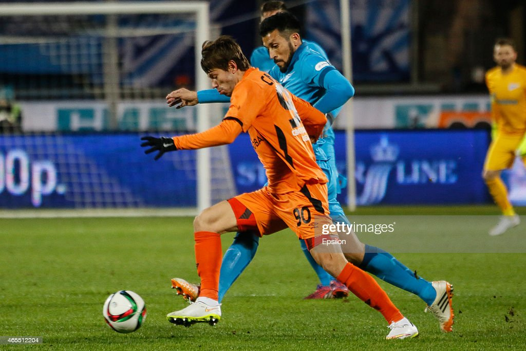 <a gi-track='captionPersonalityLinkClicked' href=/galleries/search?phrase=Fyodor+Smolov&family=editorial&specificpeople=4277688 ng-click='$event.stopPropagation()'>Fyodor Smolov</a> of FC Ural Sverdlovsk Oblast (L) vies for the ball with <a gi-track='captionPersonalityLinkClicked' href=/galleries/search?phrase=Ezequiel+Garay&family=editorial&specificpeople=857797 ng-click='$event.stopPropagation()'>Ezequiel Garay</a> of FC Zenit St. Petersburg during the Russian Football League match between FC Zenit St. Petersburg and FC Ural Sverdlovsk Oblast at the Petrovsky stadium on March 7, 2015 in St. Petersburg, Russia.