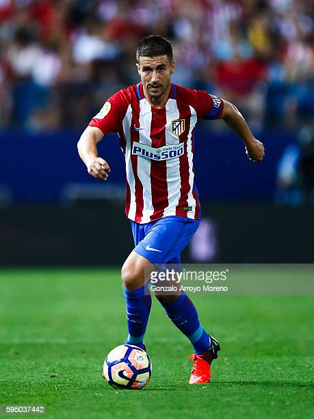 Gabi Fernandez of Atletico de Madrid controls the ball during the La Liga match between Club Atletico de Madrid and Deportivo Alaves at Vicente...