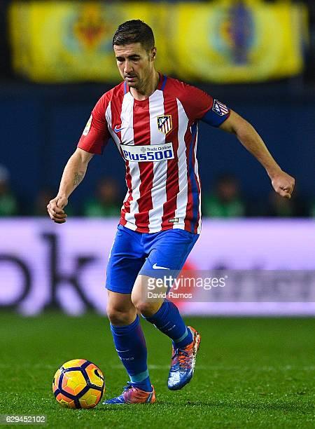 Gabi Fernandez of Club Atletico de Madrid runs with the ball during the La Liga match between Villarreal CF and Club Atletico de Madrid at El...