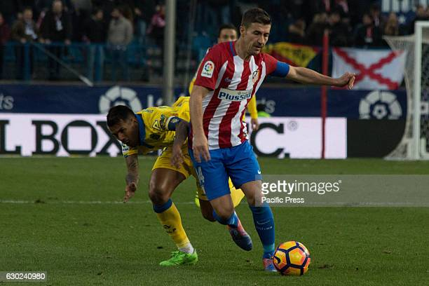 Gabi try to evade Jonathan Viera Atletico de Madrid won by 1 to 0 over Las Palmas with a great goal by Saúl Ñiguez