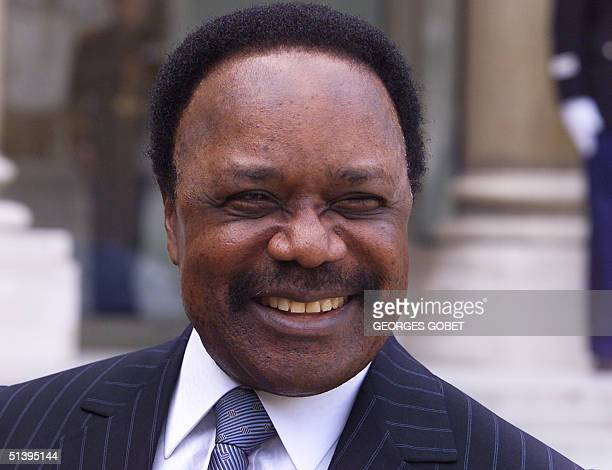Gabonese President Omar Bongo smiles as he answers journalists' questions 30 August 2000 at the Elysee palace in Paris after a lunch with the French...