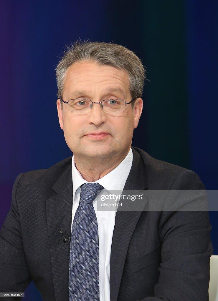 <b>Gabor Steingart</b> (Journalist, Handelsblatt-Herausgeber und Autor u.a.: &#39;Unser ... - gabor-steingart-in-der-zdftalkshow-maybrit-illner-am-27062013-in-picture-id550193497