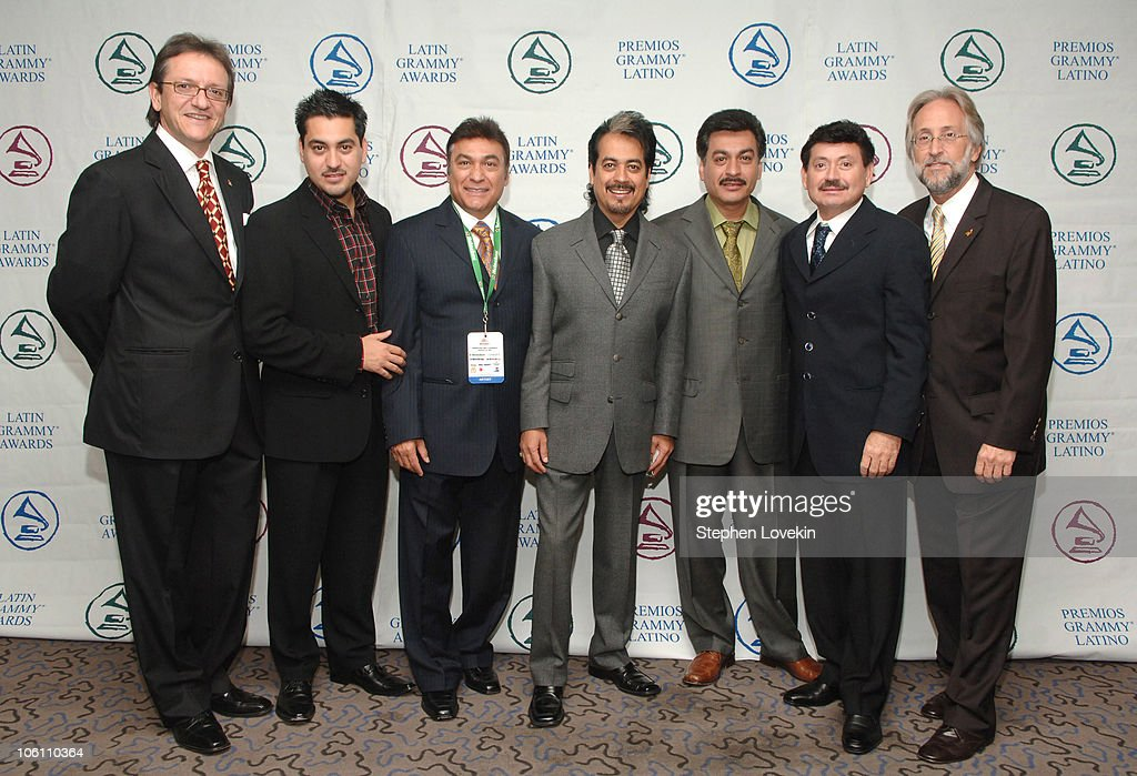 "del norte hispanic singles Los tigres del norte are not just another while notching 22 #1 albums and more than 50 #1 singles and the hispanic heritage ""legends"" award at the."