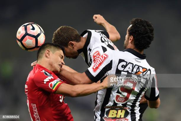 Gabriel and Fred of Brazil's Atletico Mineiro vie for the ball with Jorge Antonio Ortiz of Bolivia's Jorge Wilstermann during their 2017 Copa...