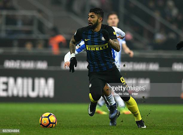 Gabriel Barbosa Almeida of FC Internazionale in action during the Serie A match between FC Internazionale and Pescara Calcio at Stadio Giuseppe...