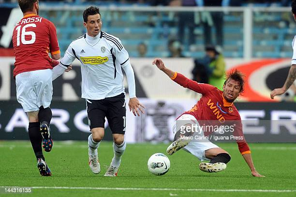 Gabriel Heinze of AS Roma competes the ball with Vincenzo Rennella of AC Cesena during the Serie A match between AC Cesena and AS Roma at Dino...