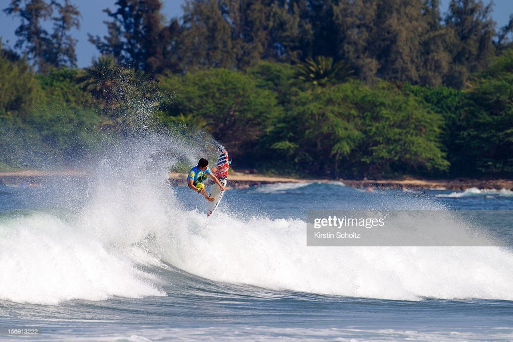 Gabriel Medina of Brasil surfs on November 24, 2012 in Haleiwa, Hawaii.