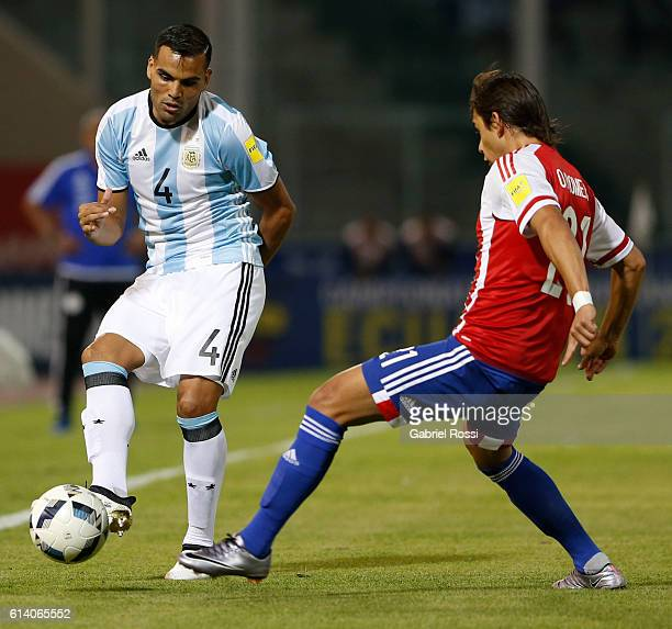 Gabriel Mercado of Argentina and Oscar Romero of Paraguay fight for the ball during a match between Argentina and Paraguay as part of FIFA 2018 World...