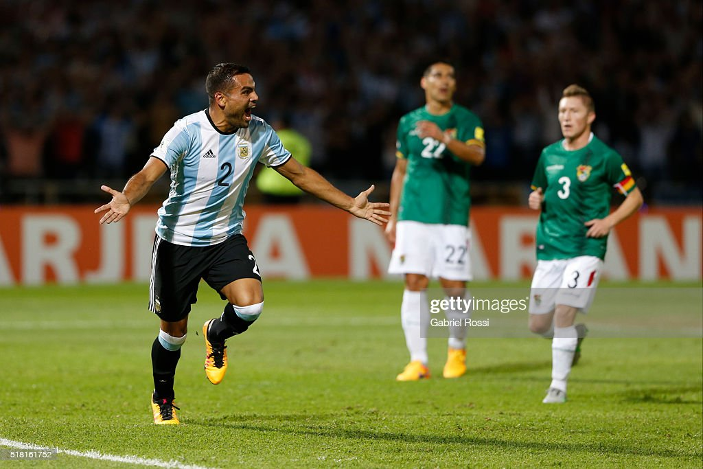 <a gi-track='captionPersonalityLinkClicked' href=/galleries/search?phrase=Gabriel+Mercado&family=editorial&specificpeople=4110696 ng-click='$event.stopPropagation()'>Gabriel Mercado</a> of Argentina celebrates with teammates after scoring the first goal of his team during a match between Argentina and Bolivia as part of FIFA 2018 World Cup Qualifiers at Mario Alberto Kempes Stadium on March 29, 2016 in Cordoba, Argentina.